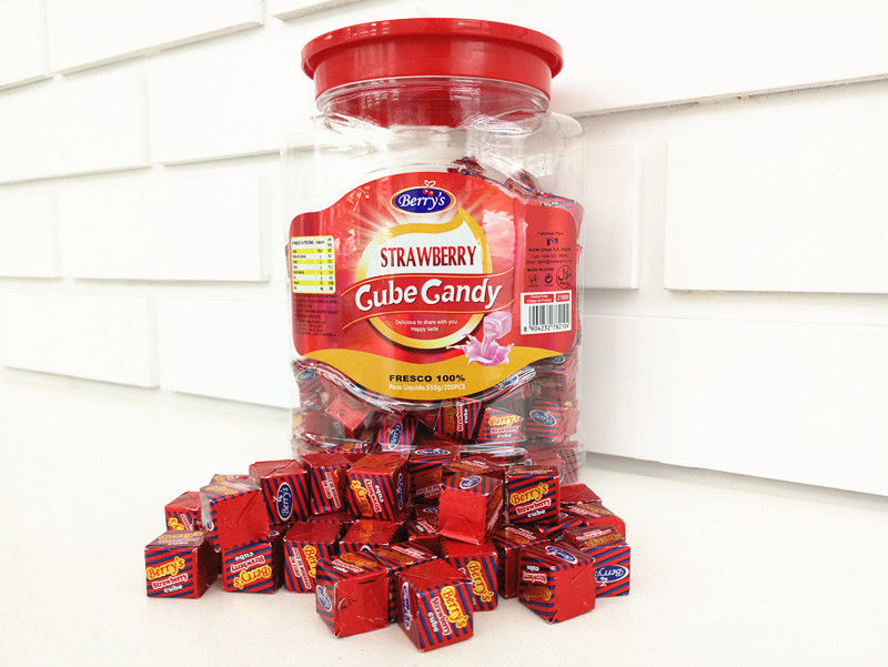 2.75g Strawberry Flavor Compressed Cube Candy In Jars Good Taste QS / ISO supplier
